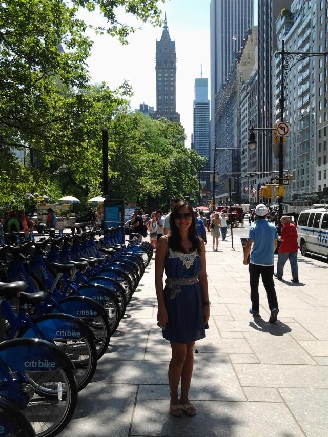 Look NY: Vestido Du Atelier + estola Azul Limão