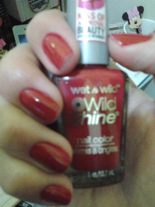 Wild Shine da Wet n Wild cor rouge rouge