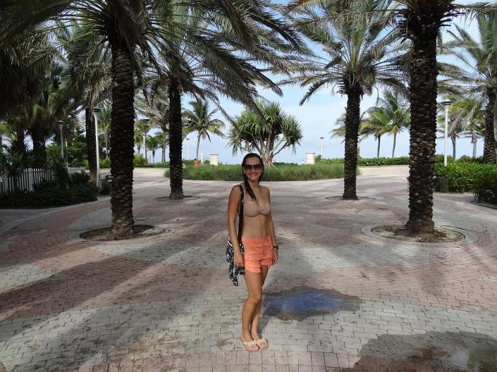 Look Miami Beach:  Jeans Color Forever 21 + bolsa NY